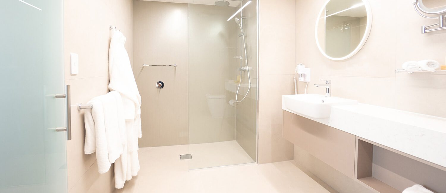 pacific-hotel-cairns-tropical-bath | Pacific Hotel Cairns