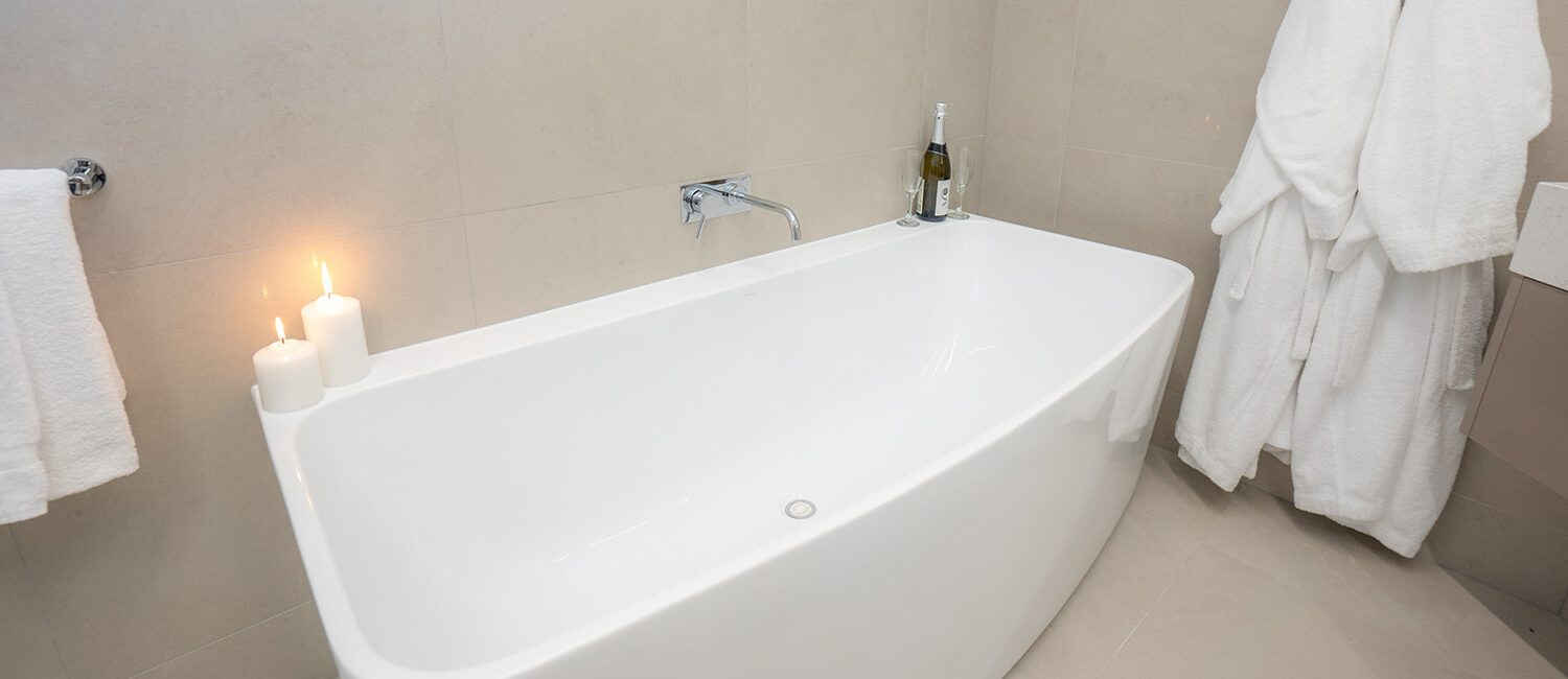 pacific-hotel-cairns-tropical-premium-bath | Pacific Hotel Cairns